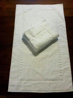 New style bathmat in White